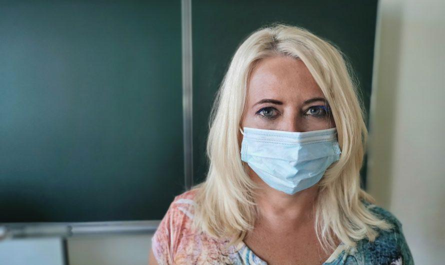 Минздрав РФ: вакцинированный человек может быть переносчиком инфекции